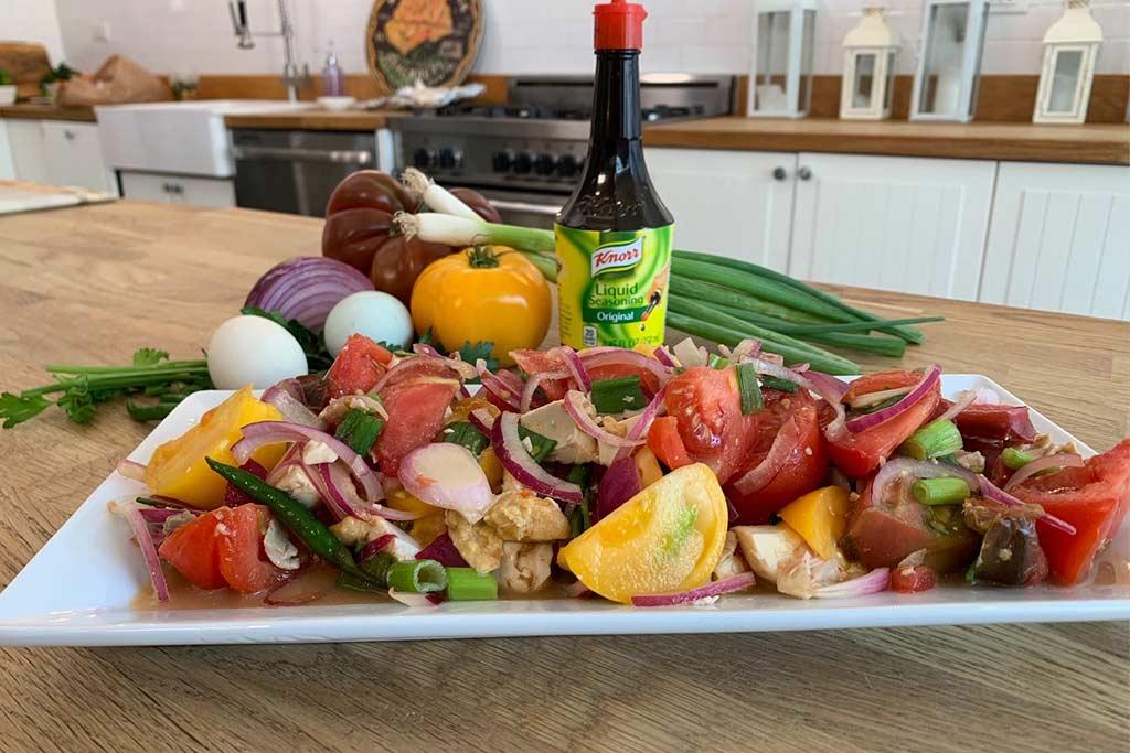 Œuf de canard salé et salade de tomates traditionnelles de Momma Cuisine