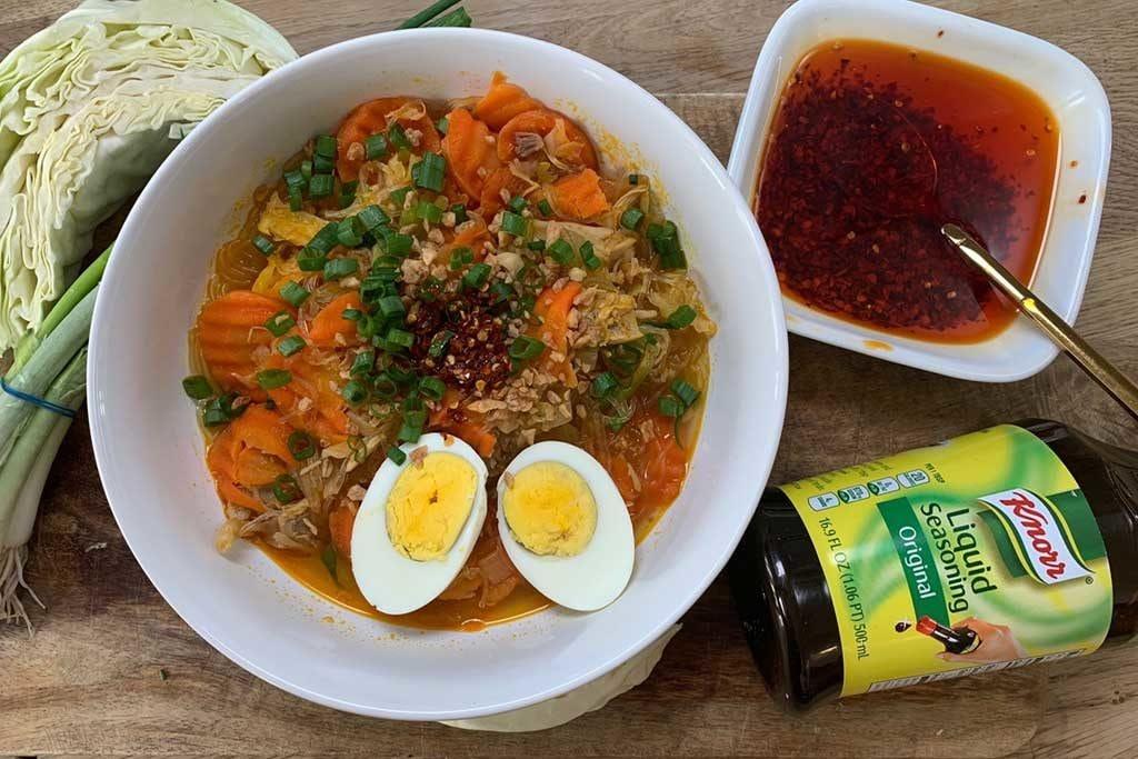 Soupe de poulet Sotanghon de Momma Cuisine