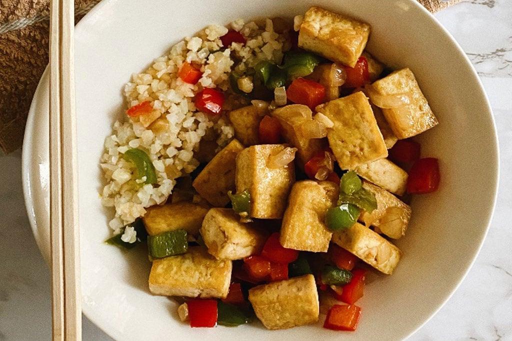 Sisig végétalien au tofu