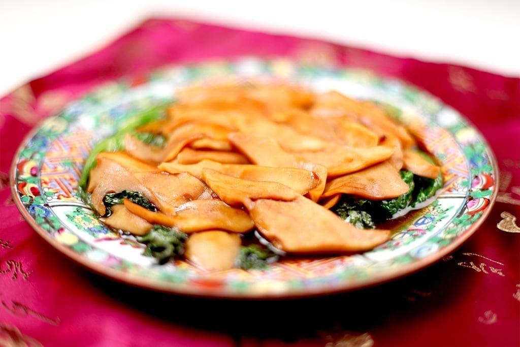 传统的爽滑鲜嫩中式鲍鱼菜式