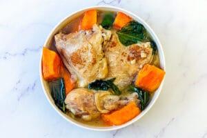 菲律宾姜汁鸡汤 (由 @yvrhomecook 提供)
